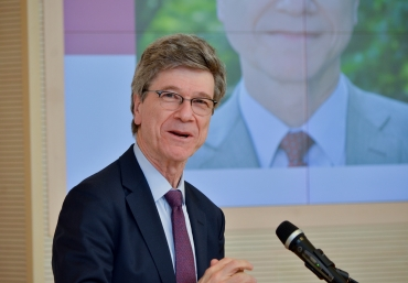 SDG Advocate Jeffrey Sachs receives ADA Honorary Degree